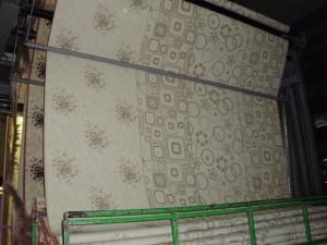 moderner Teppich auf Webstuhl