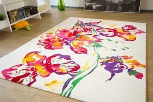 Farbenfroher moderner Blumenteppich